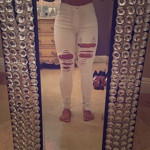 💕White ripped jeans 💕